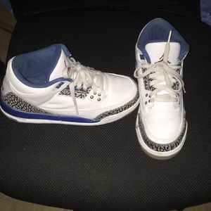 Boys size 6 Nike Air Jordan Retro 3